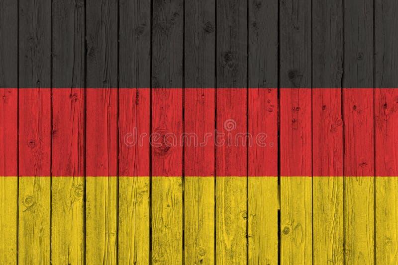 Bandera nacional de Alemania en viejo fondo de madera imágenes de archivo libres de regalías