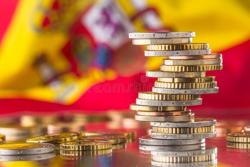 Bandera nacional de España y de las monedas euro - concepto Monedas euro eur imagen de archivo libre de regalías