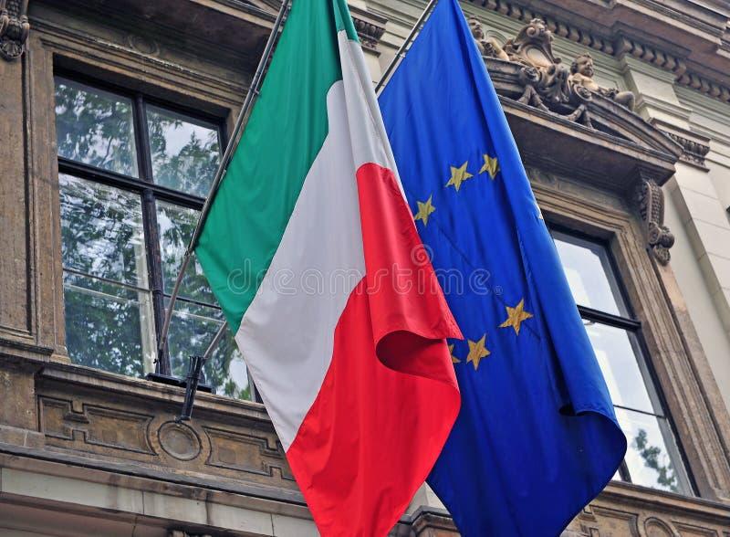 Bandera nacional de Italia y de la UE fotos de archivo libres de regalías