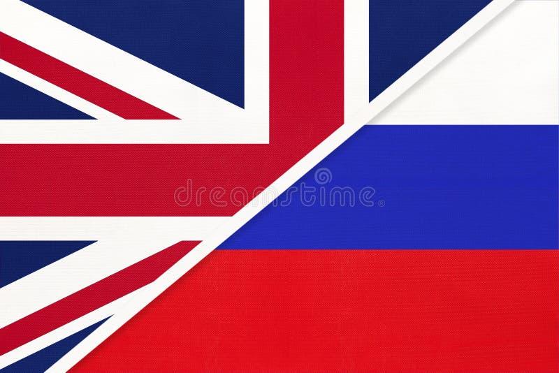 Bandera nacional del Reino Unido contra Rusia procedente de textiles Relación entre dos países europeos imagen de archivo libre de regalías