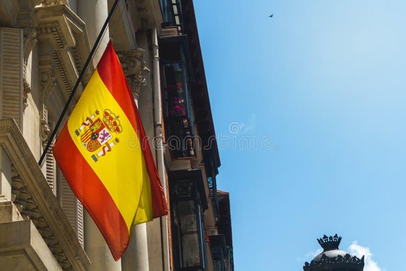 Bandera nacional española en Madrid foto de archivo libre de regalías