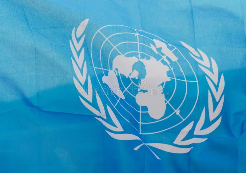 Bandera ondulada de Naciones Unidas imagenes de archivo