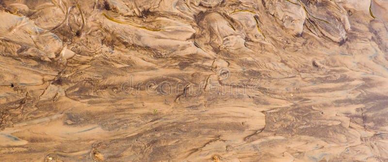 bandera para la página web, superficie de la tierra de Brown Cierre encima del fondo natural, arcilla mojada borrosa imagen de archivo libre de regalías