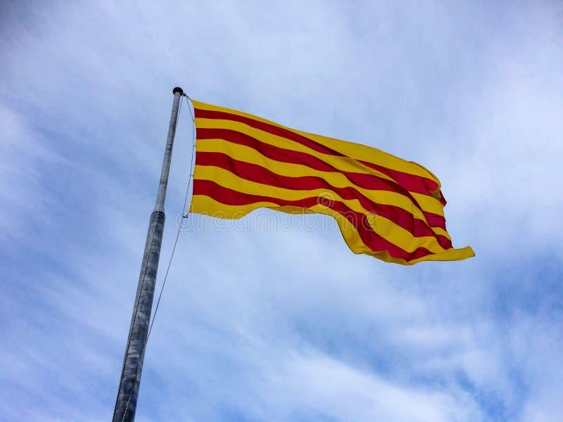 Bandera regional de Catalunya en el castillo de Montjuïc foto de archivo libre de regalías
