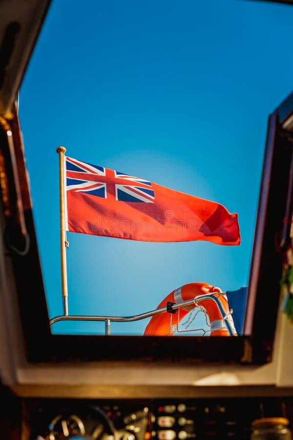 Bandera roja BRITÁNICA la bandera marítima británica volada del yate fotografía de archivo libre de regalías