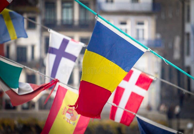 Bandera rumana en medio de otras banderas fotos de archivo libres de regalías