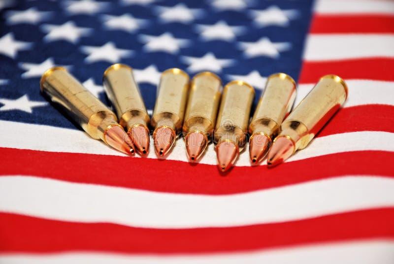 Bandera y balas de los E.E.U.U. foto de archivo