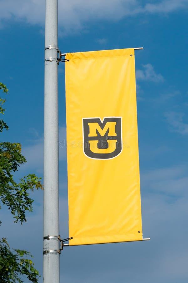 Bandera y logotipo de la universidad en la universidad de Missouri imagen de archivo libre de regalías