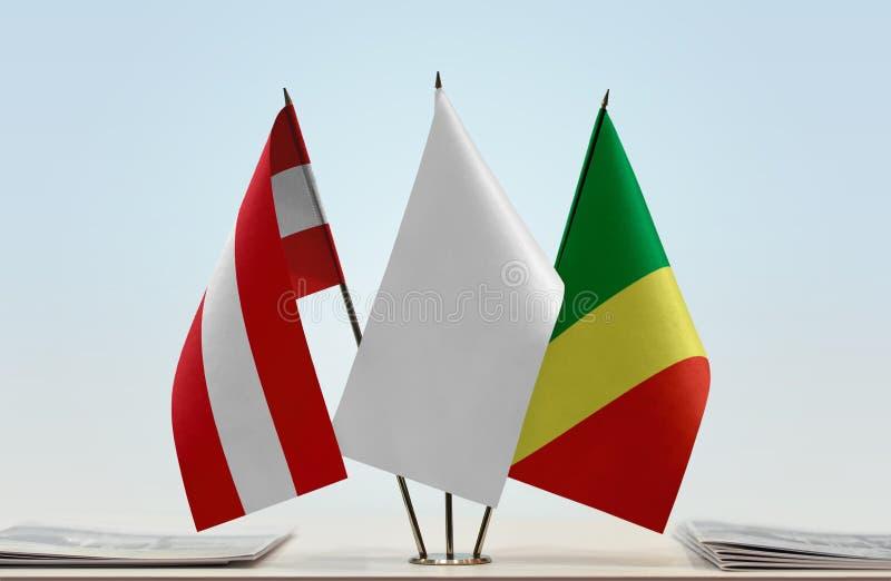 Banderas de Austria y del República del Congo fotos de archivo