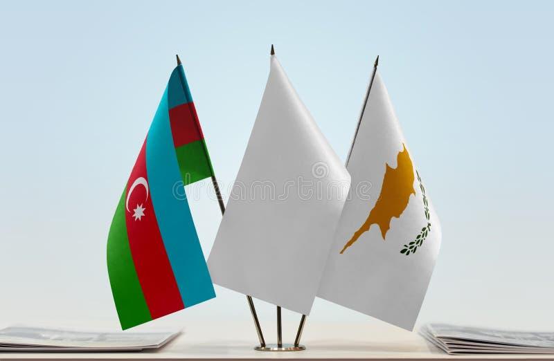 Banderas de Azerbaijan y de Chipre fotografía de archivo