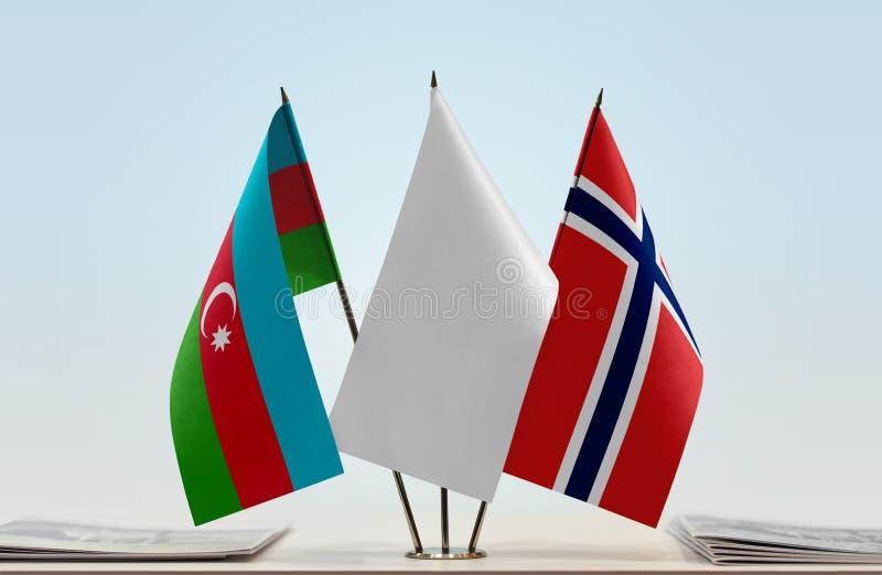 Banderas de Azerbaijan y de Noruega foto de archivo
