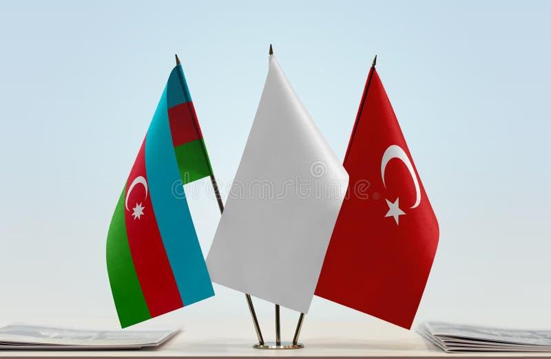 Banderas de Azerbaijan y de Turquía imagen de archivo