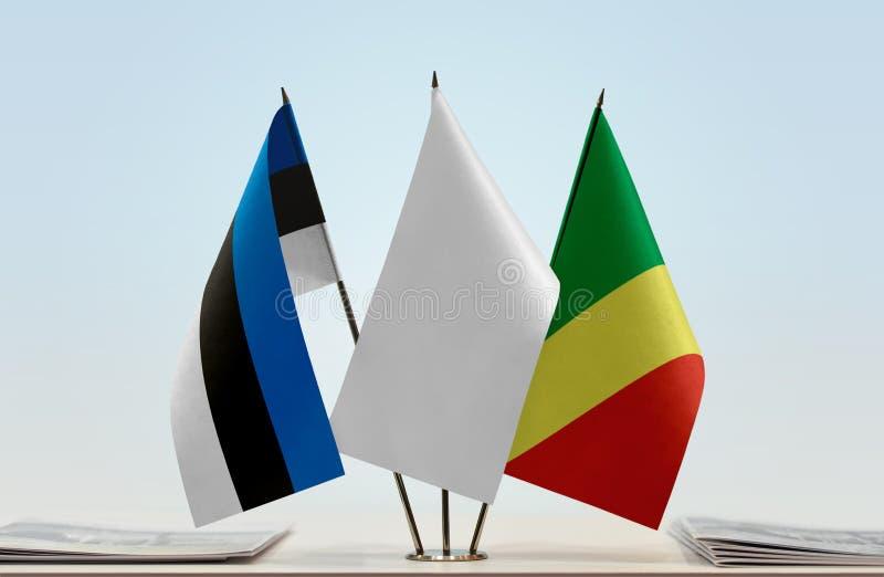 Banderas de Estonia y del República del Congo imagen de archivo