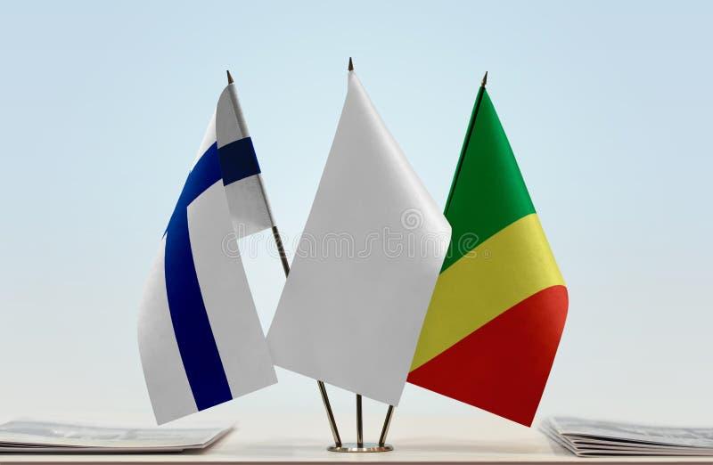 Banderas de Finlandia y del República del Congo fotografía de archivo