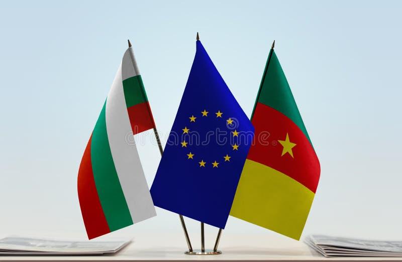 Banderas de la UE de Bulgaria y del Camerún foto de archivo libre de regalías