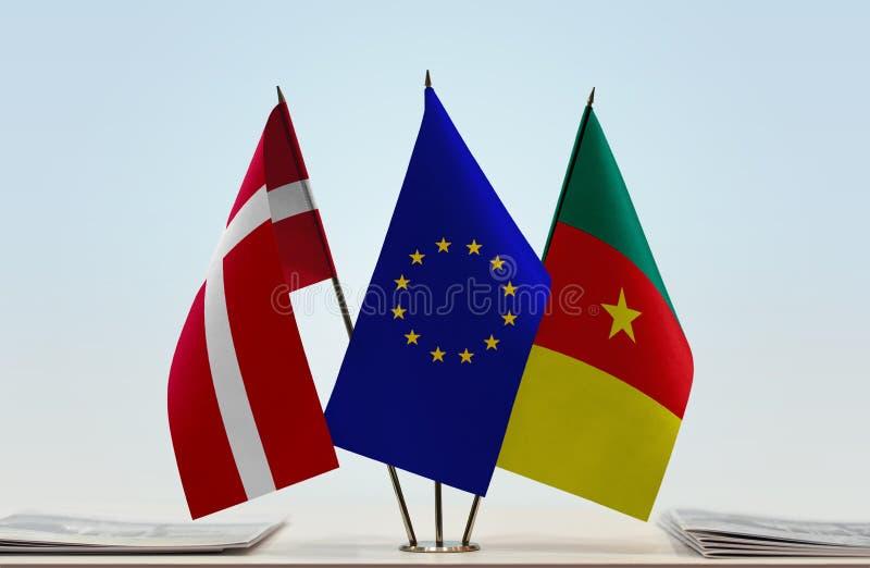 Banderas de la UE de Dinamarca y del Camerún foto de archivo libre de regalías