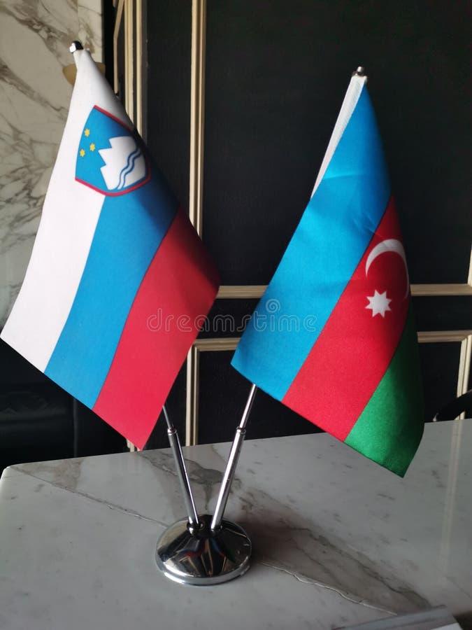 Banderas de la unión y de Azerbaijan de Eslovenia foto de archivo libre de regalías
