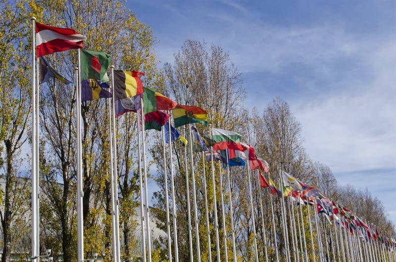 Banderas de Lisboa Portugal en el parque de naciones en la ciudad de Lisb fotos de archivo