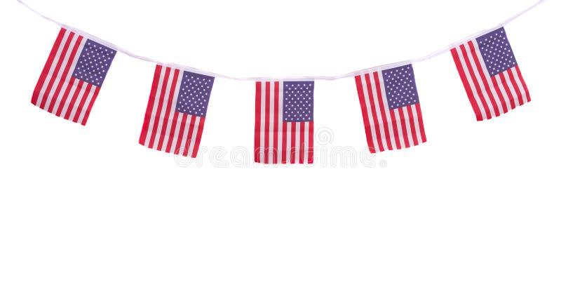 Banderas de los E.E.U.U. que cuelgan orgulloso para el Día de la Independencia del 4 de julio fotos de archivo libres de regalías