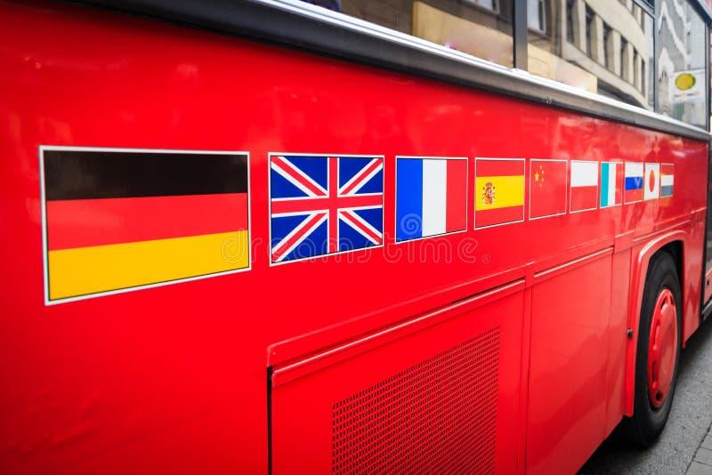 Banderas de país en el autobús foto de archivo libre de regalías