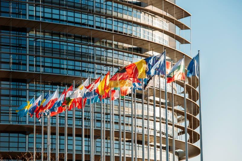 Banderas de Parliamentfrontal del europeo imagen de archivo libre de regalías