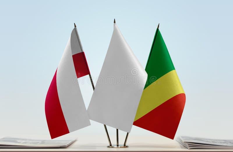 Banderas de Polonia y del República del Congo foto de archivo