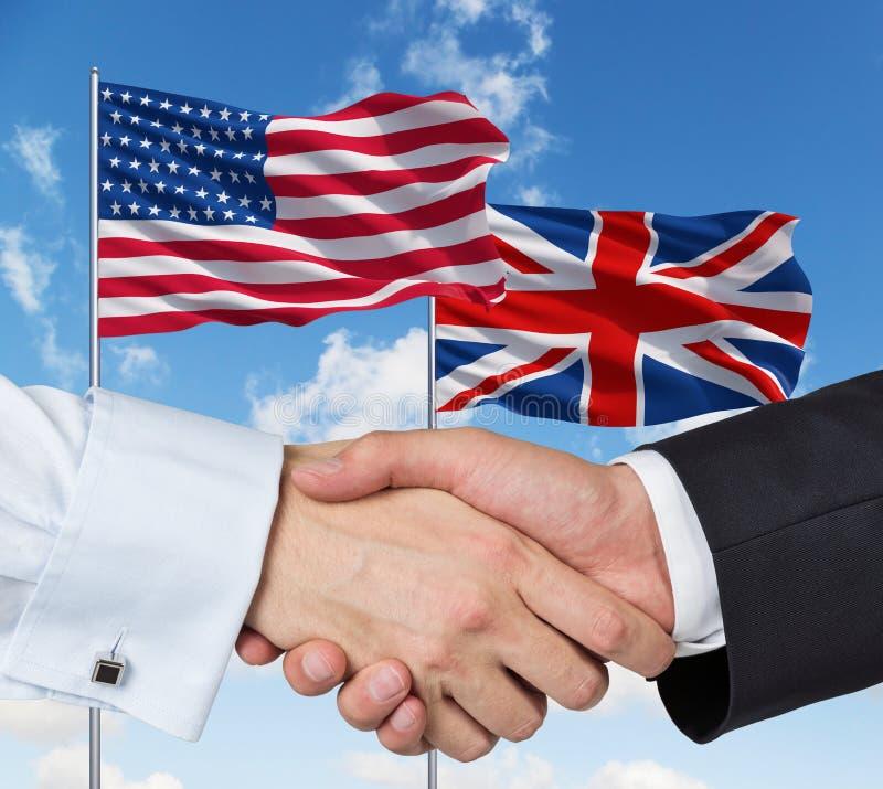 Banderas de Reino Unido y de los E.E.U.U. imagen de archivo
