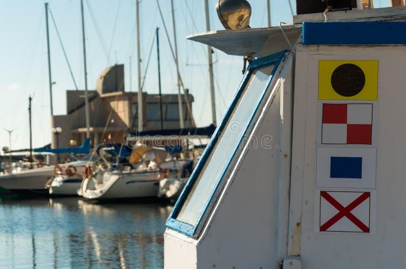 banderas de señal marítimas en el remolcador fotografía de archivo libre de regalías