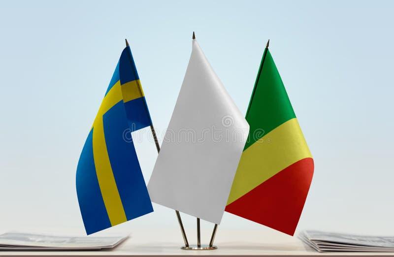 Banderas de Suecia y del República del Congo foto de archivo
