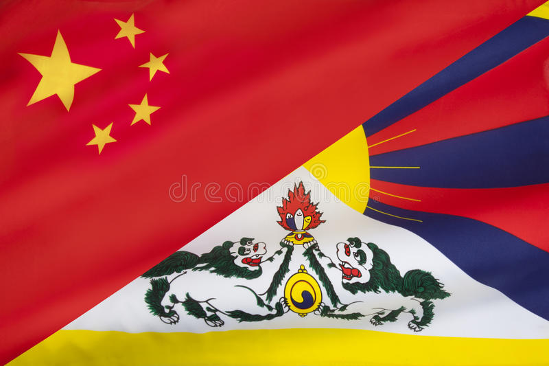 Banderas de Tíbet y de China libres fotografía de archivo libre de regalías