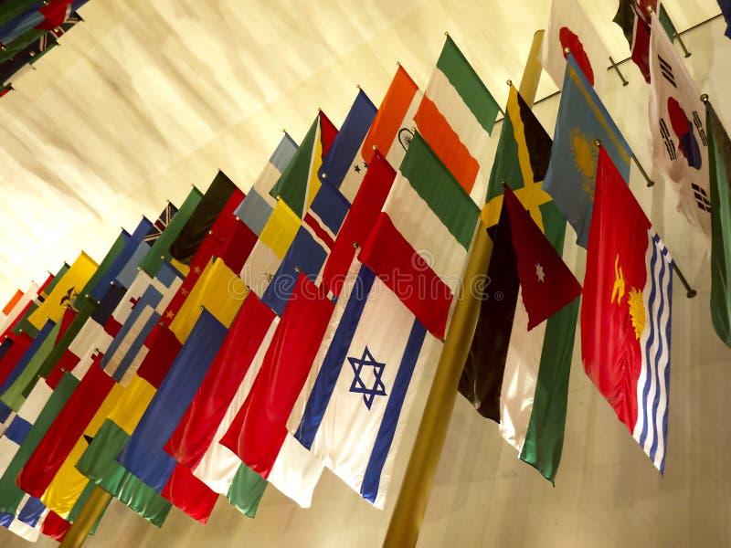 Banderas de todas las naciones en Juan F Kennedy Arts Centre en el Washington DC los E.E.U.U. fotografía de archivo libre de regalías