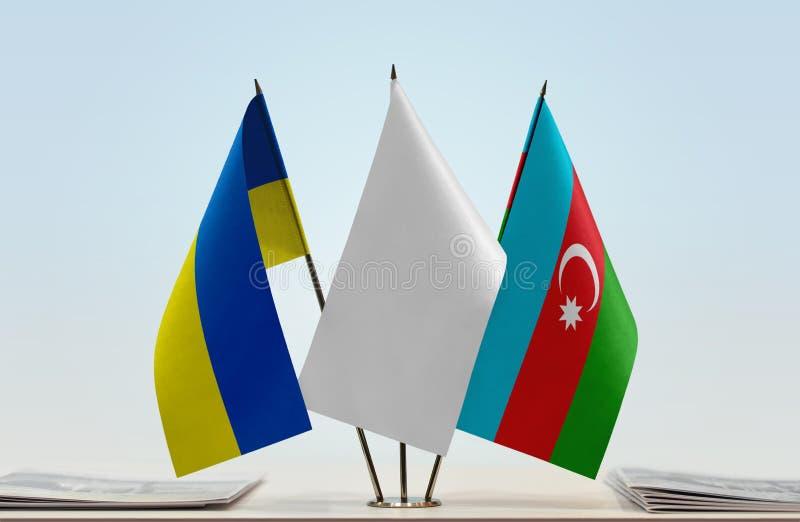 Banderas de Ucrania y de Azerbaijan fotos de archivo libres de regalías