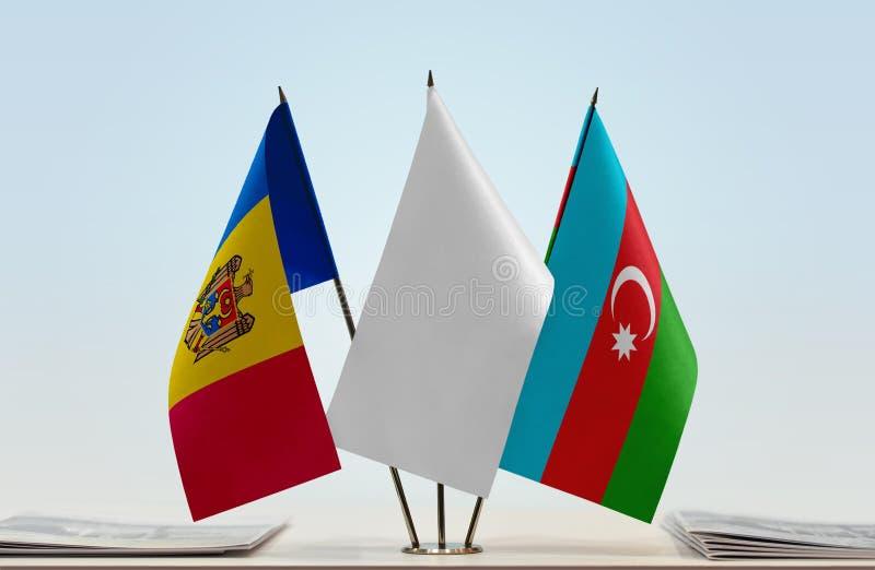 Banderas del Moldavia y de Azerbaijan foto de archivo libre de regalías