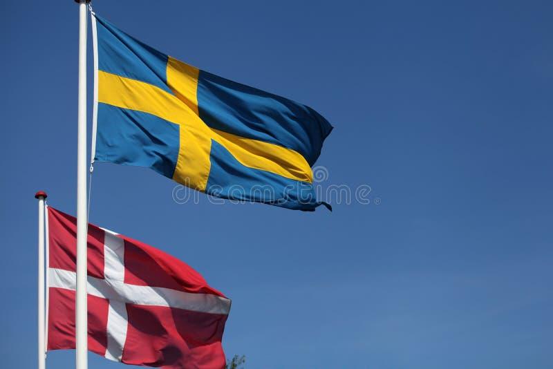 Banderas. Dinamarca y Suecia imagen de archivo
