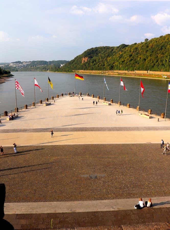Banderas en Deutches Eck en Koblez Alemania imágenes de archivo libres de regalías
