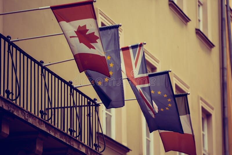 Banderas nacionales en embajada imagen de archivo
