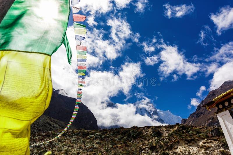 Banderas nepalesas coloridas imagen de archivo