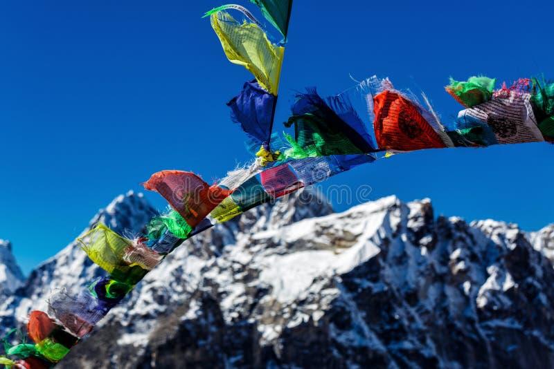 Banderas nepalesas coloridas fotos de archivo