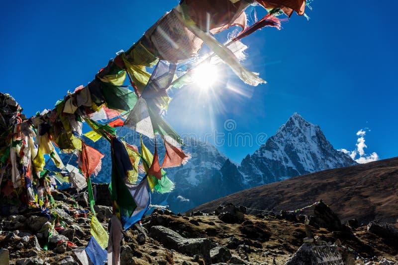 Banderas nepalesas coloridas foto de archivo