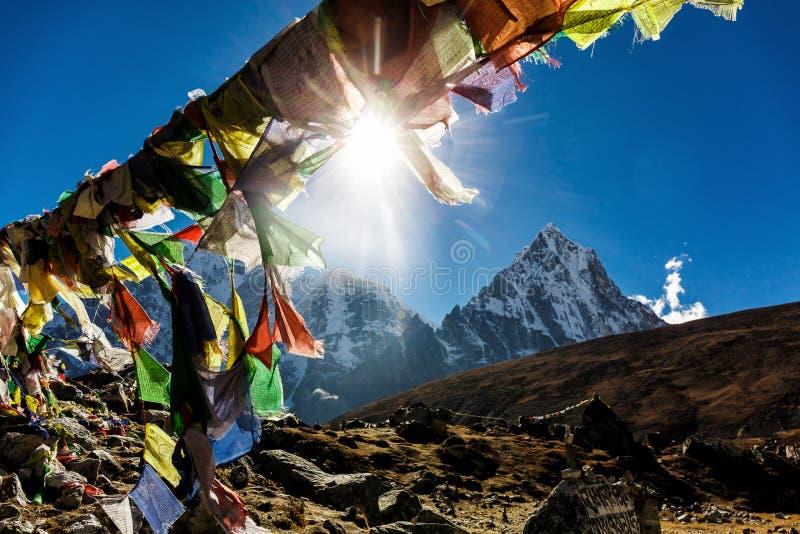 Banderas nepalesas coloridas fotografía de archivo