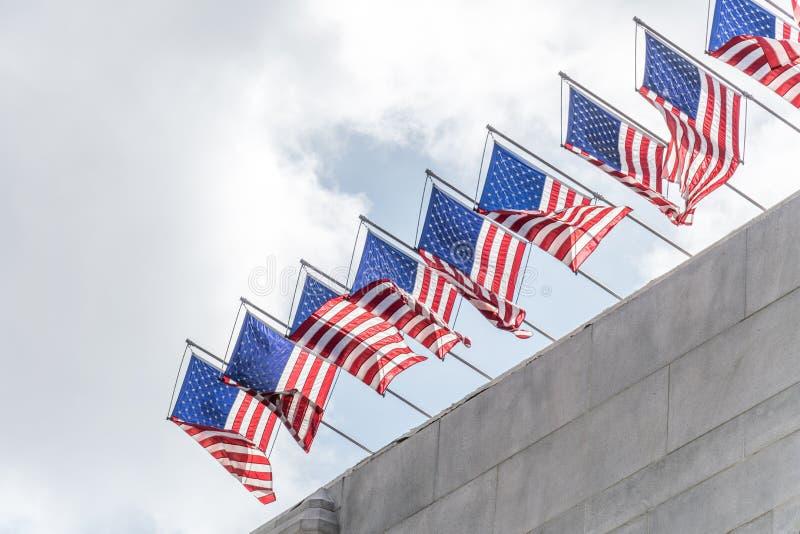 Banderas solemnes de los E.E.U.U. imágenes de archivo libres de regalías