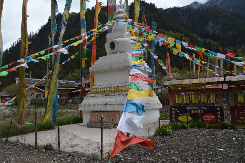 Banderas tibetanas del rezo fotografía de archivo libre de regalías