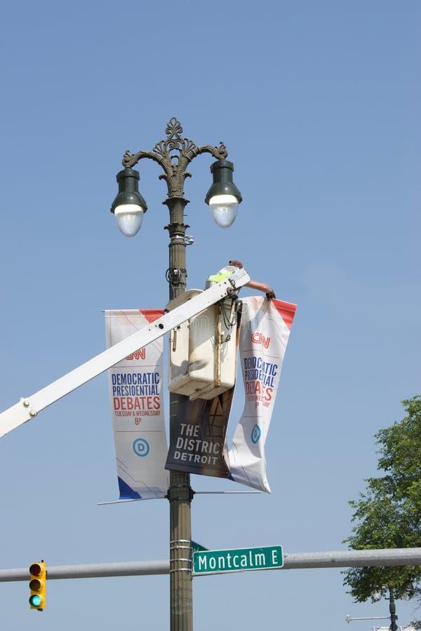 Banderas y muestras presidenciales Democratic adentro Detroit, st del discusión de CNN del 30 y 31 de julio fotos de archivo