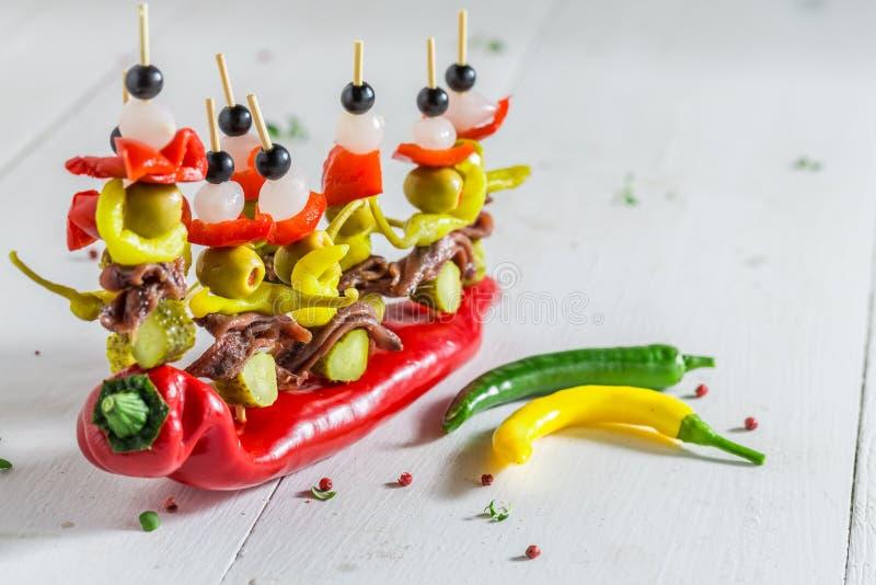 Banderillas с перцами, оливками и камсами стоковая фотография