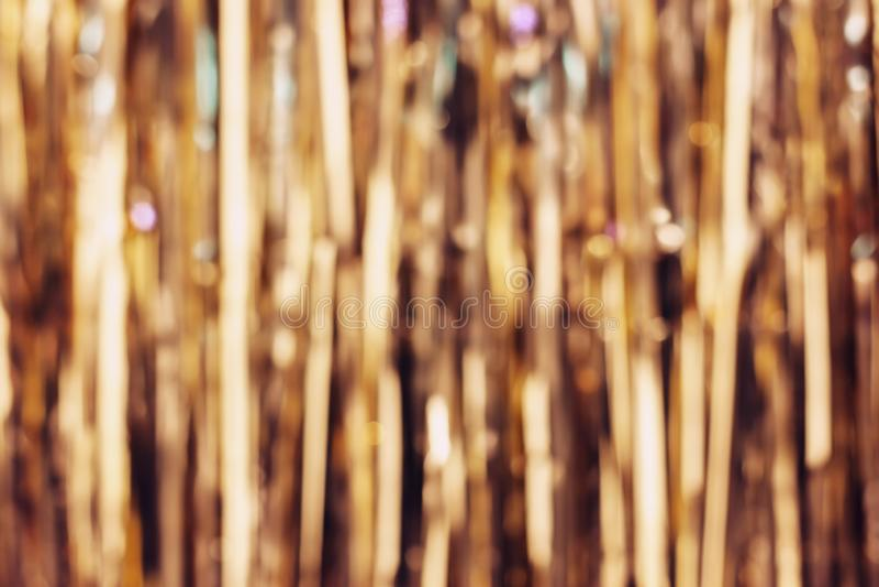 Bandes d'or brouillées de tresse, fond de décoration de Noël photographie stock libre de droits