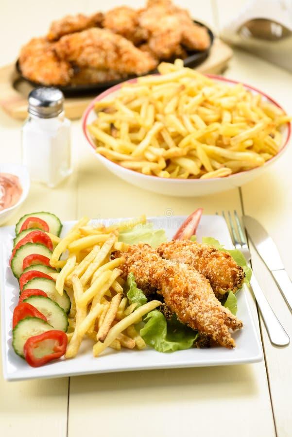Bandes et fritures de poulet images stock