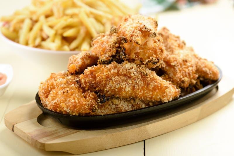 Bandes et fritures de poulet photo libre de droits