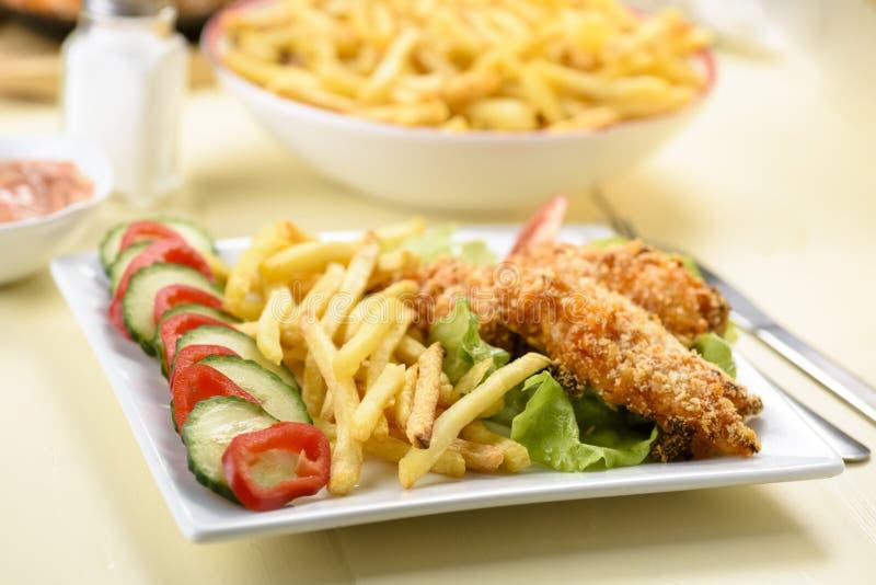 Bandes et fritures de poulet photo stock