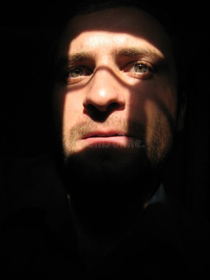 Bandido en la oscuridad imagen de archivo