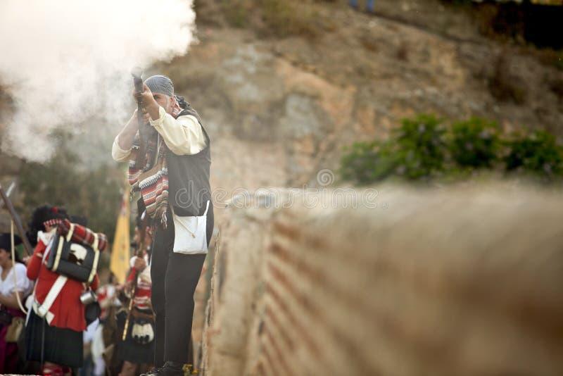 Bandido ou bandolero espanhol que lutam entre tropas aliadas imagem de stock
